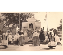 Monseigneur Joliet draagt Heilige Mis op, Livinusfeesten 1957, Sint-Lievens-Houtem