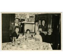 Familiefoto bij Georges Van de Sijpe, Sint-Lievens-Houtem, jaren '50