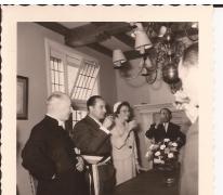 Heildronk op het gemeenthuis bij de inhuldiging van burgemeester Otte, Sint-Lievens-Houtem, 1959