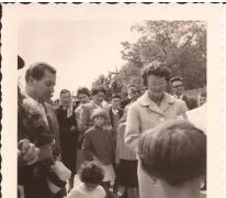 Burgemeester Otte tussen het volk, Sint-Lievens-Houtem, 1959